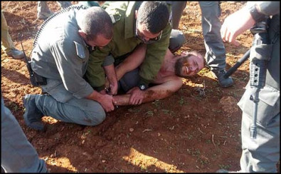 Border Policemen beating up a Jewish civilian