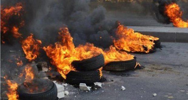 Burning tires in Nablus
