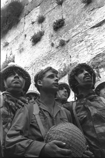 Israeli-Paratroopers-in-Jerusalem-June-1967.jpg